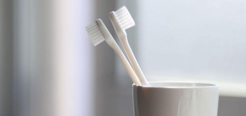 como limpiar el cepillo de dientes